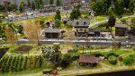 Plastico Ferroviario Un villaggio pieno di vita